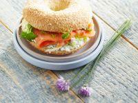 Bagel mit Lachs und Frischkäse Rezept