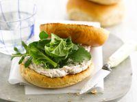 Bagels mit Makrelencreme und Spinat Rezept
