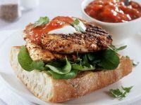 Baguette mit gebratener Hähnchenbrust und Tomatenchutney Rezept