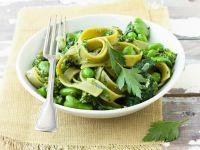 Bandnudeln mit dicken Bohnen, Spinat und Pesto Rezept
