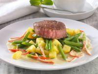 Rindermedaillons mit Kartoffel-Bohnengemüse und Chili-Senfsauce