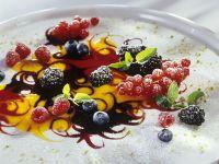 Beeren auf Fruchtspiegel Rezept