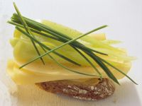 Belegtes Baguette mit Käse und Paprika