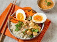 Bibimbap-Bowl mit Tofu und Ei