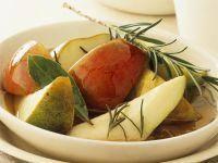 Birnen-Apfel-Salat mit Rosmarinsirup Rezept