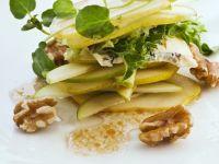 Birnensalat mit Käse und Walnüssen Rezept