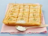 Biskuit-Apfelkuchen mit Puderzucker Rezept
