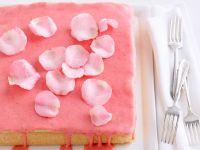 Biskuitkuchen mit roter Glasur Rezept