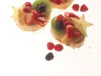 Biskuittörtchen mit Früchten Rezept