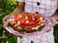 Biskuittorte mit Erdbeer-Vanillecreme