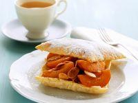 Blätterteig-Aprikosengebäck mit Mandeln Rezept
