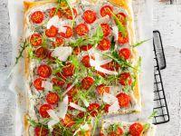 Blätterteig mit Kräutern, Tomaten und Rucola Rezept