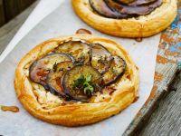 Blätterteig-Torteletts mit Käse und Aubergine