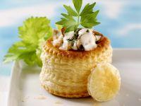 Blätterteigpasteten mit Hähnchen-Champignon-Füllung Rezept
