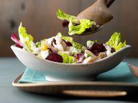 Blattsalat mit geräucherter Forelle