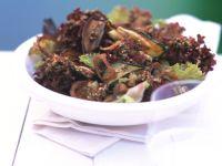 Blattsalat mit Aubergine und Zucchini Rezept