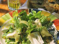 Blattsalat mit dreierlei Käse