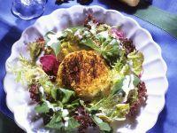 Blattsalat mit gebackenem Käse Rezept