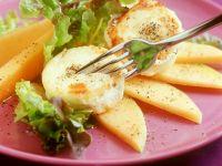 Blattsalat mit Melone und Käse Rezept