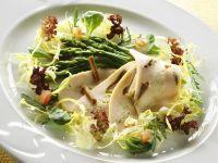 Blattsalat mit Spargel und Hähnchenbrust Rezept