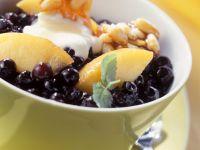 Blaubeersalat mit Mispeln und Pinienkernen Rezept