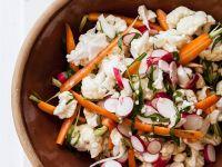 Blumenkohl-Radieschen-Salat mit Karotten Rezept