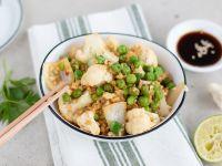 Blumenkohl-Reissalat mit Erbsen Rezept
