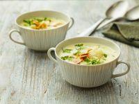 Blumenkohlsuppe mit Parmesan und Mandeln Rezept