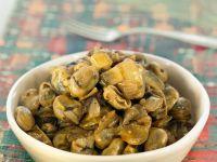 Bohnen-Tapas mit Artischocken, Oliven und Zwiebeln Rezept