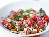 Bohnen-Tomaten-Salat mit Zwiebeln Rezept