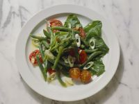 Bohnen-Tomatensalat mit Spinat Rezept