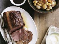 Braten vom Rind mit Knoblauch und Zwiebeln Rezept