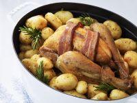 Brathähnchen mit Speck und Baby-Kartoffeln Rezept