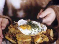 Bratkartoffeln mit Fleisch auf österreichische Art (Tiroler Gröstl) Rezept