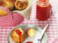 Brioche mit selbstgemachter Marmelade Rezept