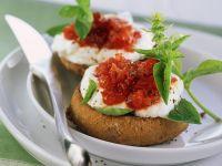 Brötchen mit Quark und Tomaten Rezept