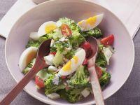 Brokkoli-Eier-Salat mit Nuss-Joghurt-Marinade Rezept