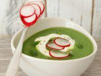 Brokkolisuppe mit Radieschen Rezept