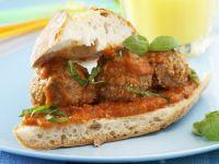 Brot mit Fleischklößchen und Tomatensugo Rezept