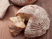 Brot mit Granatapfel- und Granatapfelkernen