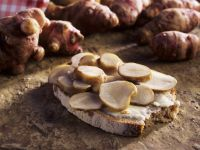 Brot mit mariniertem Topinambur Rezept