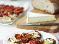 Brot mit Tomaten und Käse überbacken Rezept