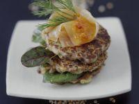 Buchweizenfrikadellen mit Mangold und Lachs Rezept