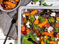 Buchweizennudeln mit Gemüse und Rucola-Matcha-Pesto Rezept