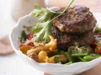 Buletten mit Pfifferlingen und Tomaten-Bohnen-Gemüse Rezept