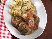 Buletten mit Pilzen, Bacon und Kartoffelsalat Rezept