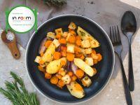 Bunte Gemüsepfanne mit mediterranen Kräutern