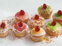 Bunte Muffins mit Zuckerguss Rezept