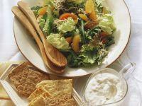 Bunter Blattsalat mit Orangen, Sprossen und Gorgonzolasoße Rezept
