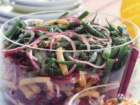 Bunter Bohnensalat mit Pinienkernen Rezept